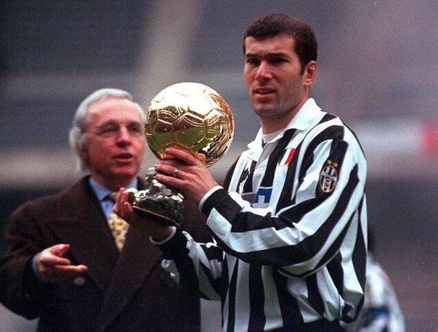 Zinédine_Zidane_(Juventus_FC)_-_Pallone_d'oro_1998.jpg